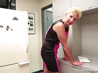 Undressed milf cook jerking