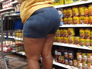 Thick redbone milf in gazoo shorts