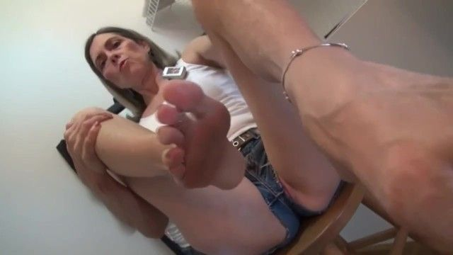 Hot grandma goldsole57 shows off her sexy body in daisy dukes shorts