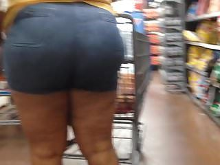 Thick redbone milf in arse shorts 6