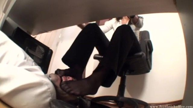 Foot fetish office - mistresse sonia stocking