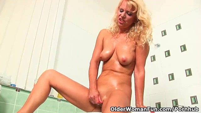 Over fifty granny in craving masturbates in baths